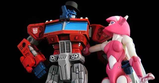 Anniversario di matrimonio: Optimus Prime e signora