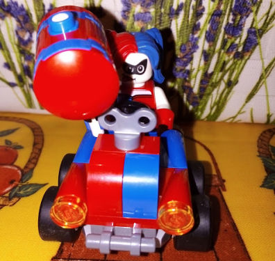 Lego Batman: Harley Quinn in auto