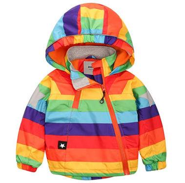 Contro le insidie del tempo ecco una coloratissima giacca a vento da bimbo